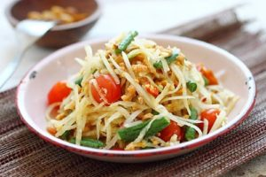 Thai Green Papaya Salad | Exotic dishes from around the world